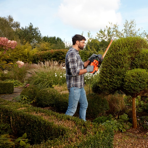 Black and Decker - 55cm 500W Hedge Trimmer with SAWBLADE - BEHTS401